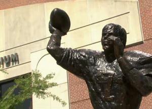Pat Sullivan - Statue 2